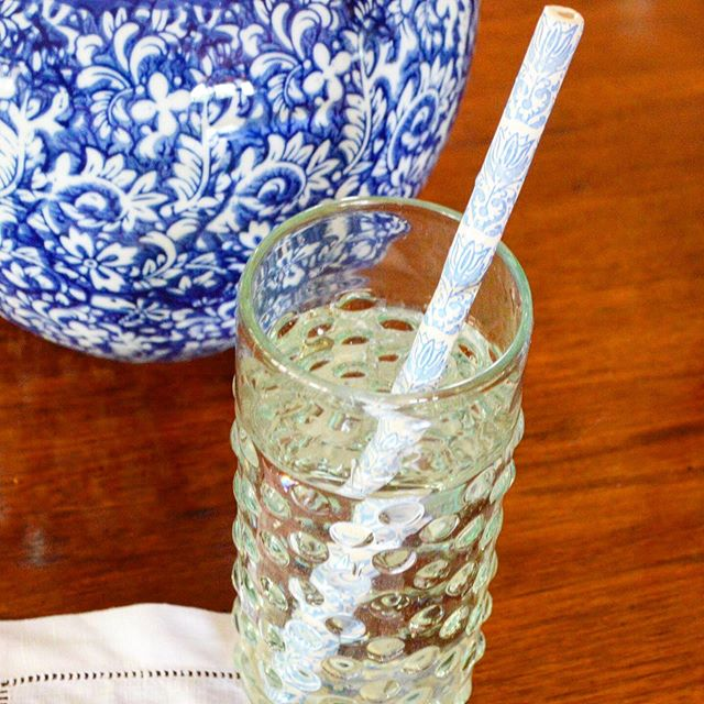 Take a sip 🍹 Our ceramic straws are dishwasher safe and reusable 🍹