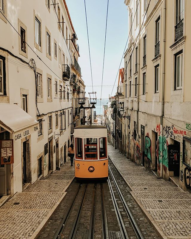 "Starting the week like, ""it can only go up from here."" 🦸‍♀️ . . . . . . #mytinyatlas #mytinyatlashello #gglocalgems #toplisbonphoto #prettylittletrips #teampixel #lisboalovers #culturetrip #ig_portugal #toplisbonphoto #travelwithfathom #prettycity #prettycities #theprettycities #streetsoflisbon #lisboa🇵🇹 #designmilktravels #designmilktravels  #cablecar"