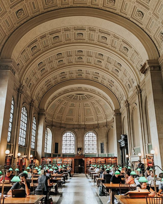 Just the best place to be a bookworm.📖📜 . . . . . . #libraryporn #librarydesign #librariesofinstagram #boston #igboston #bostondotcom #theprettycities #bostonigers #teampixel #mytinyatlashello #mytinyatlas #theprettycities #prettycity #prettycities #tlpicks #culturetrip #iamatraveler #architecture_best #architecture_lovers
