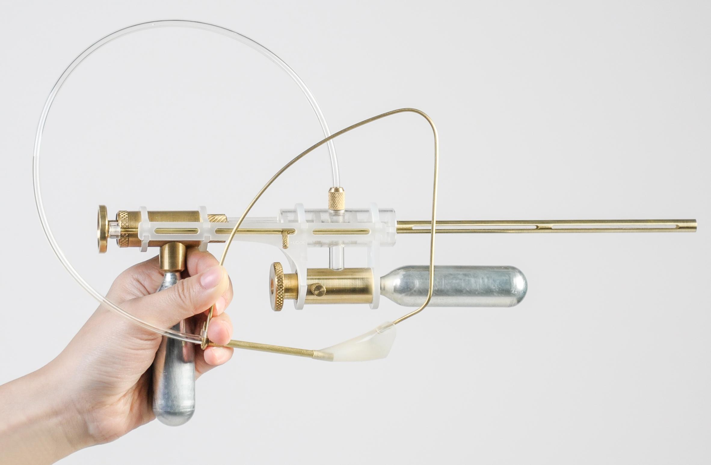 tear-gun-coneptual-product-design-yi-fei-chen-dutch-design-wekk-2016_dezeen_col_0.jpg