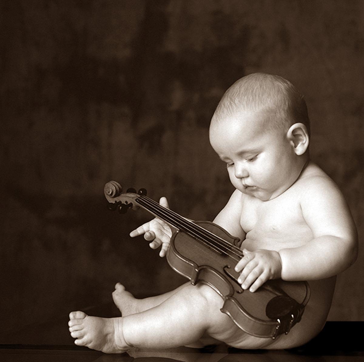 Baby and violin