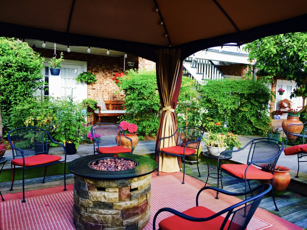 Jefferson House Bed and Breakfast Patio Deck