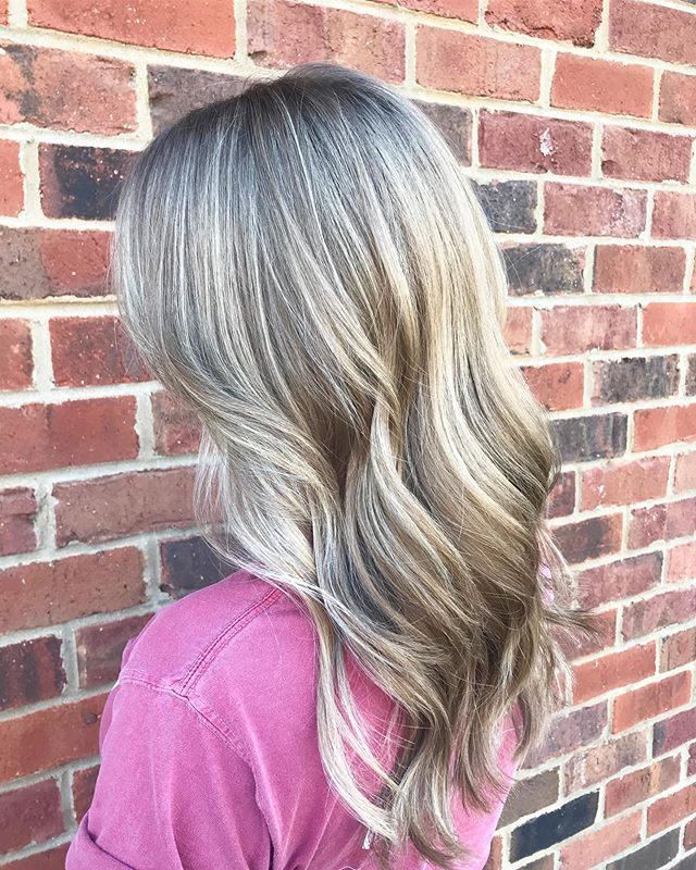 Highlight job = Perfection. Y'all, Lauren is a color wizard! Ladies, book an apt with her and you will not be disappointed 🙌🏻