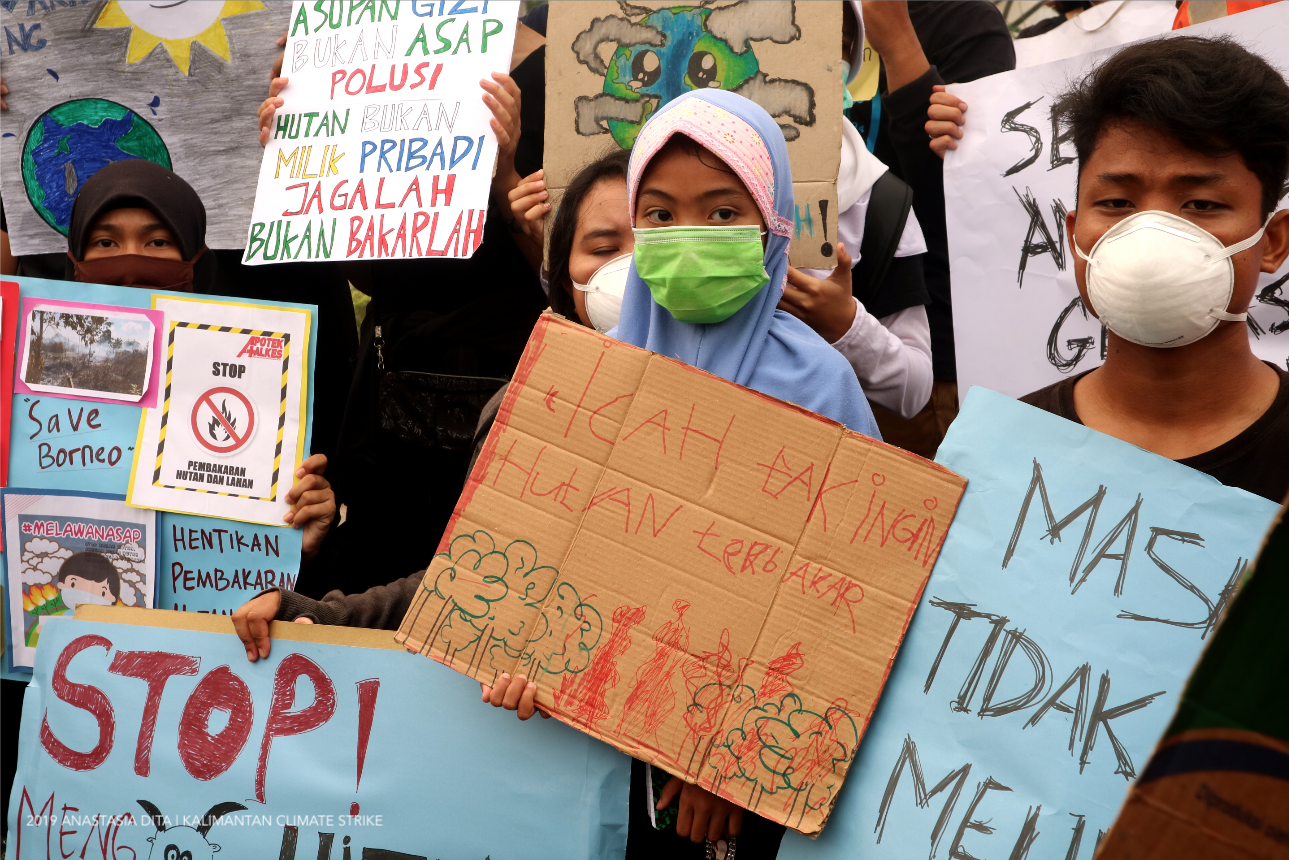 "Kalimantan Climate Strike [Palangkaraya] youngest participant is a 7 year old Noor Anisah, her poster says ""Icah doesn't want forest being burned"""