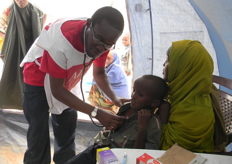 A health monitoring campaign in a Somalia refugee camp. Picture by IHH Humanitarian Relief Foundation, available at: https://www.flickr.com/photos/ihhinsaniyardimvakfi/6336419087/
