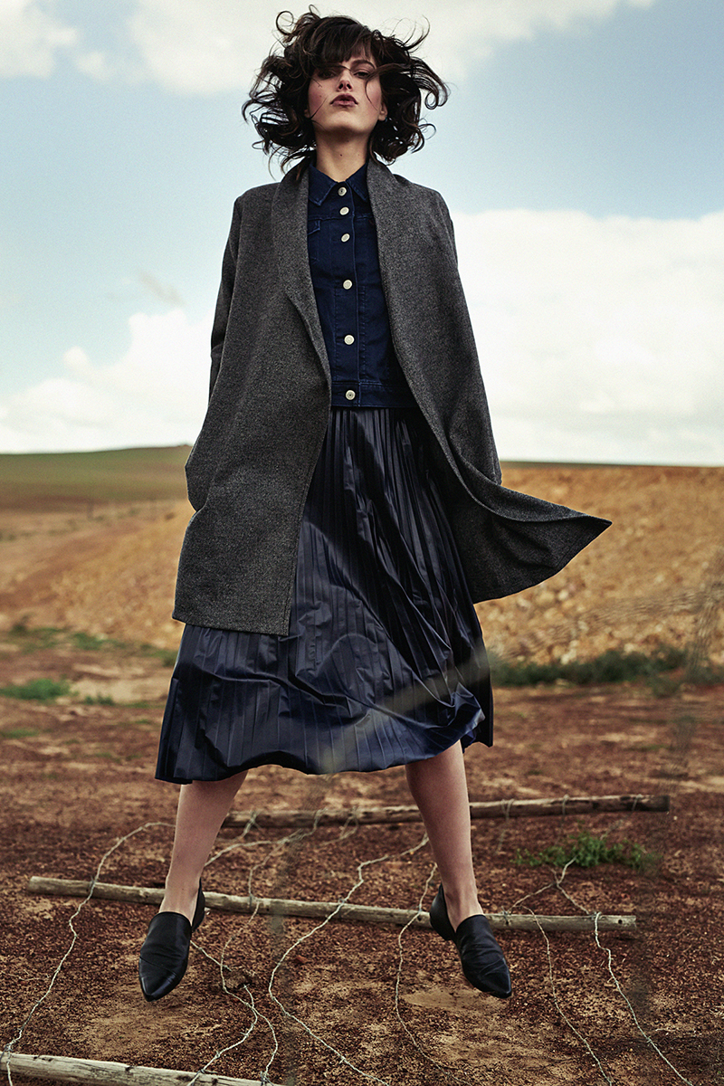 Denim jacket,  Levi's ; navy blue pleated skirt,  Poetry ; grey coat and black leather shoes (worn throughout),  Hannah