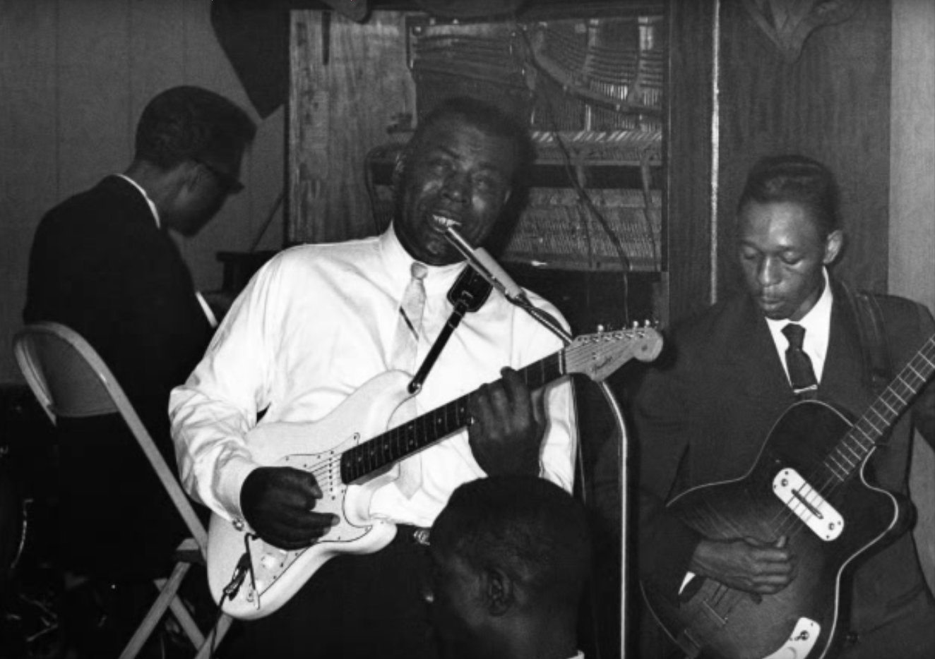 Howlin' Wolf -Creative Commons License: https://creativecommons.org/licenses/by/4.0/