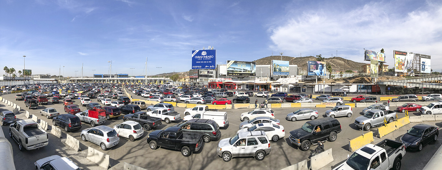 San Ysidro-USA-Mexico-Border-traffic-jam-.jpg