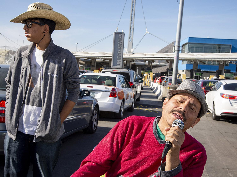 San-Ysidro-Border-crossing-singing-traffic.jpg
