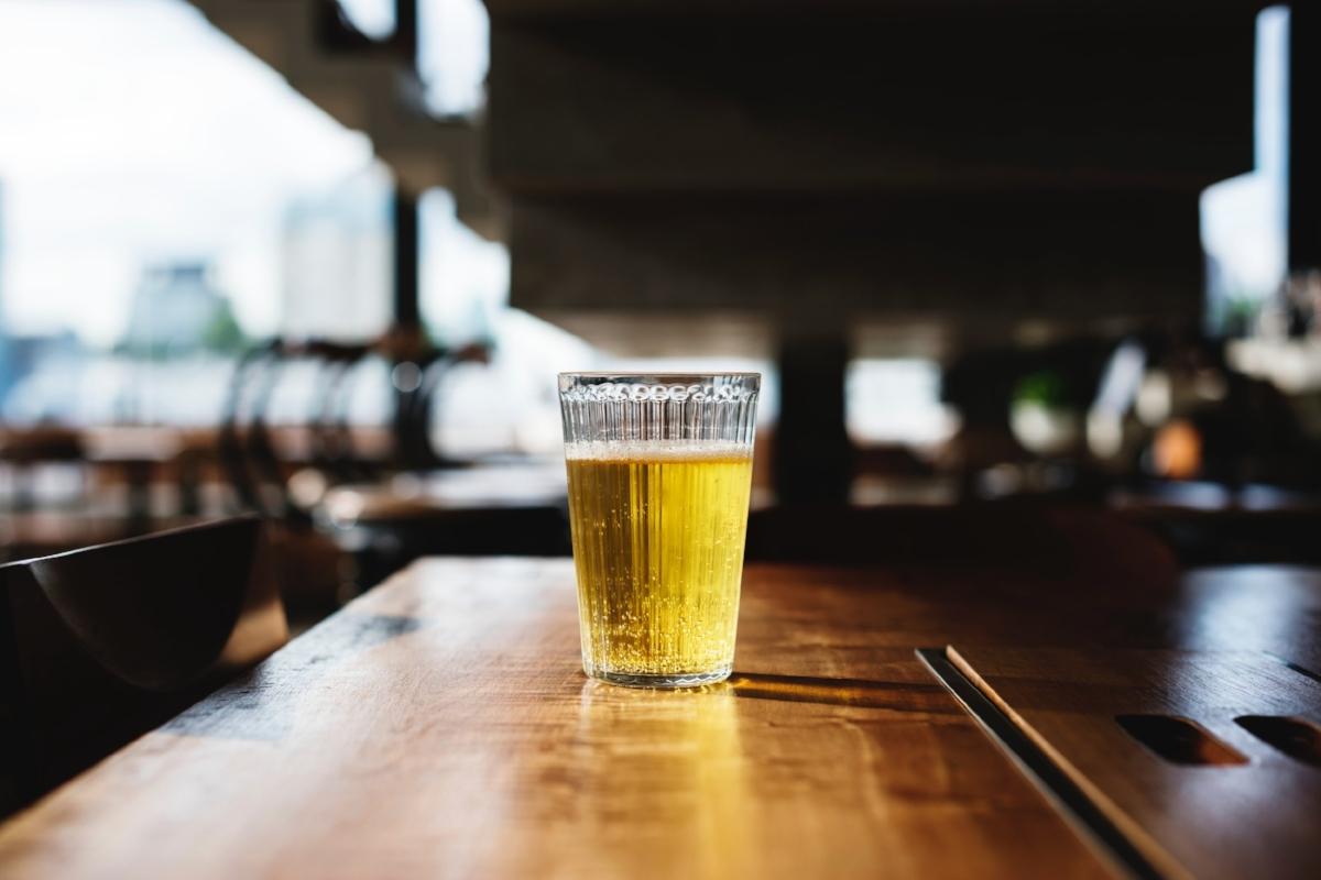 alcohol-background-bar-745410.jpg