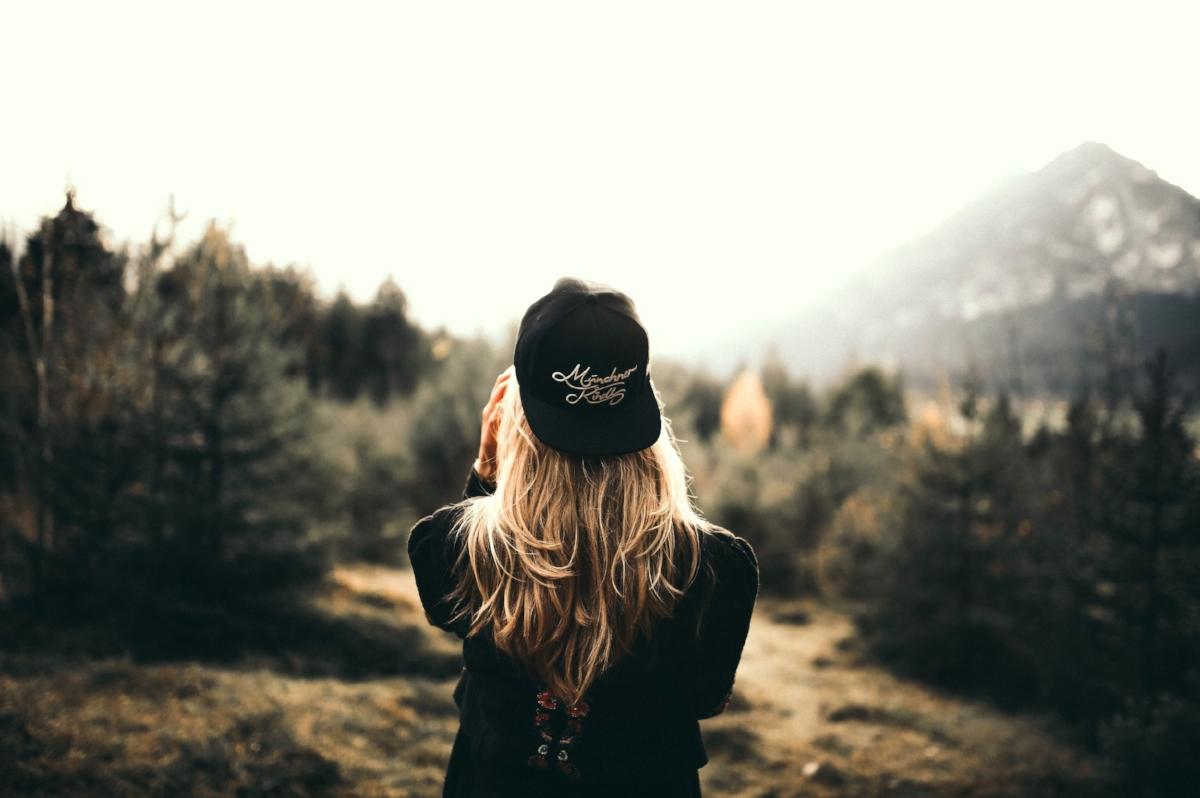 alone-back-view-beautiful-674268.jpg