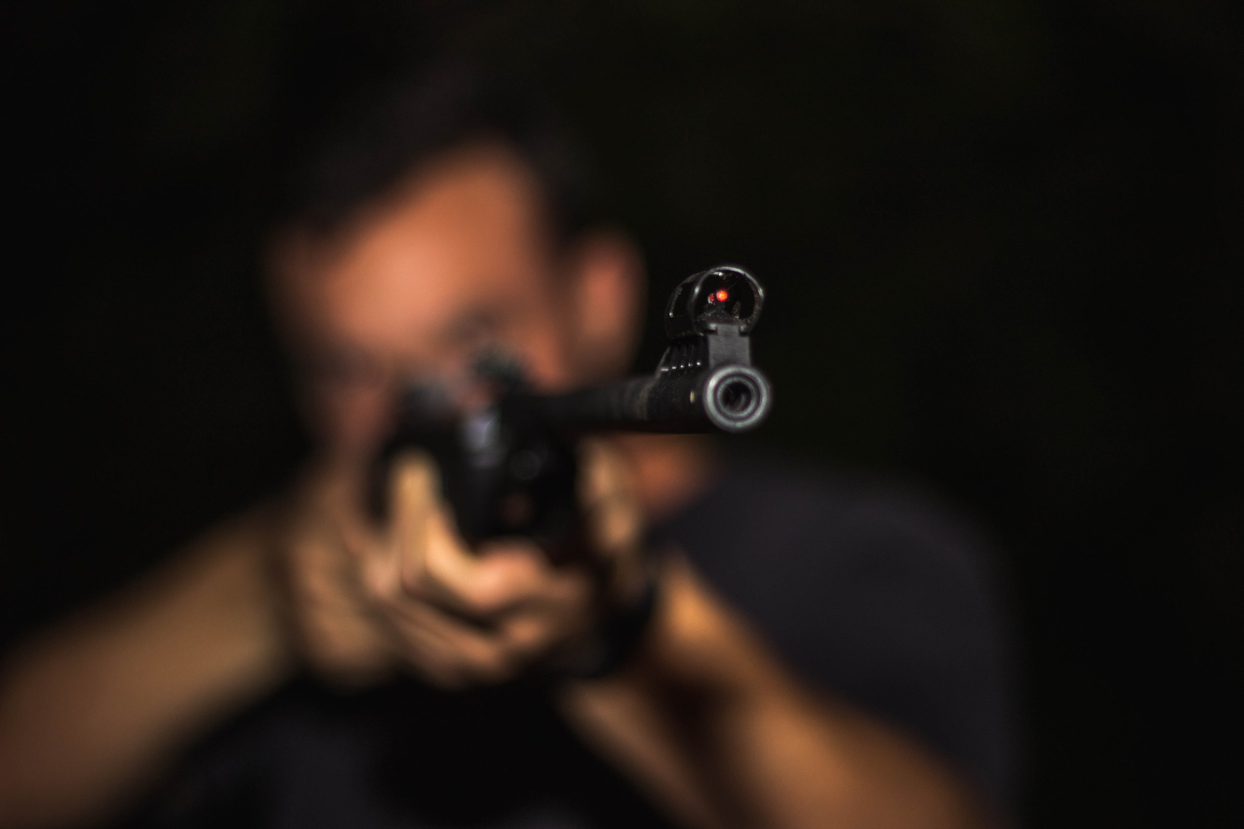 assault-rifle-blur-close-up-1592109.jpg