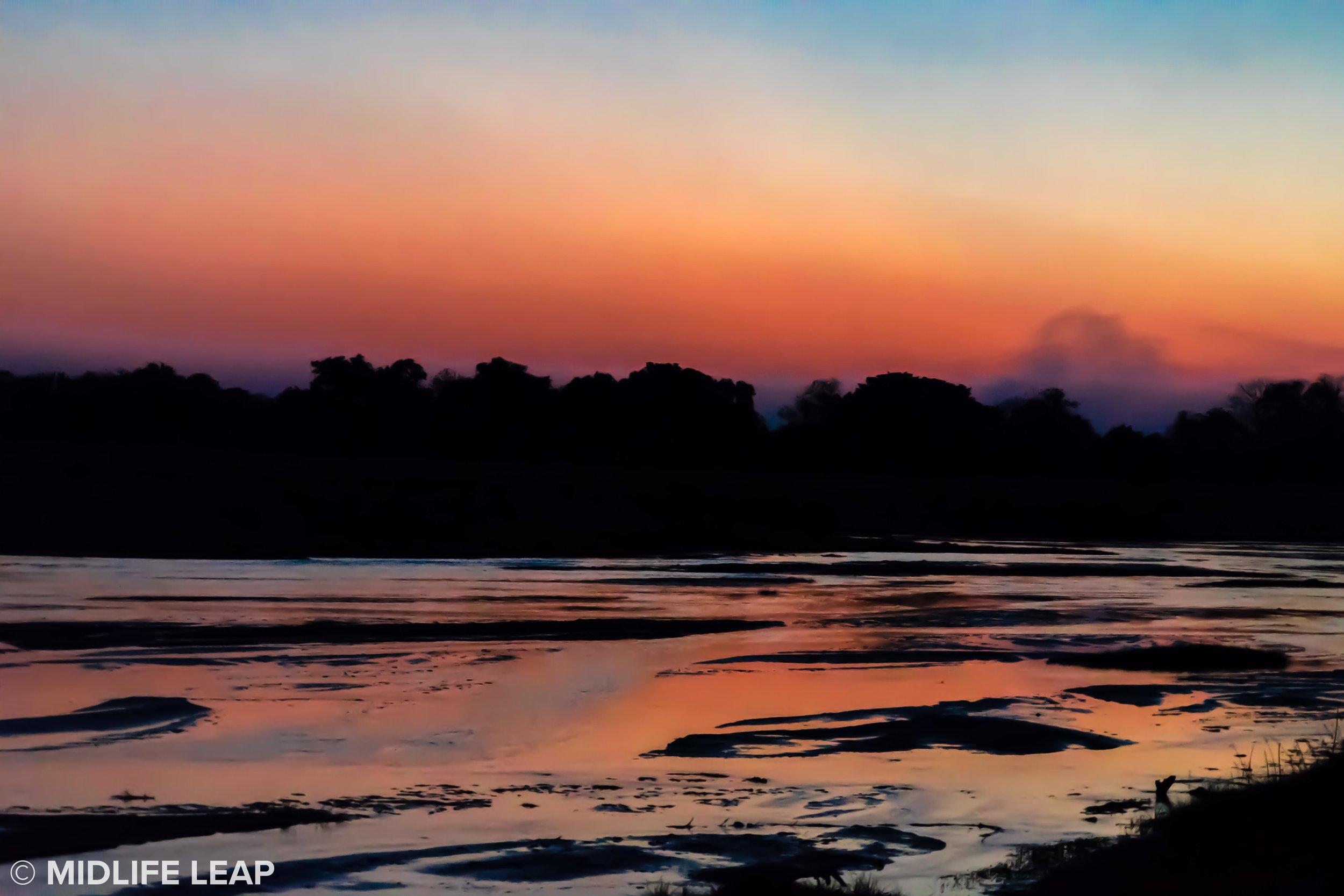 mwaleshi-north-luangwa-walking-safari-river-sunset.jpg