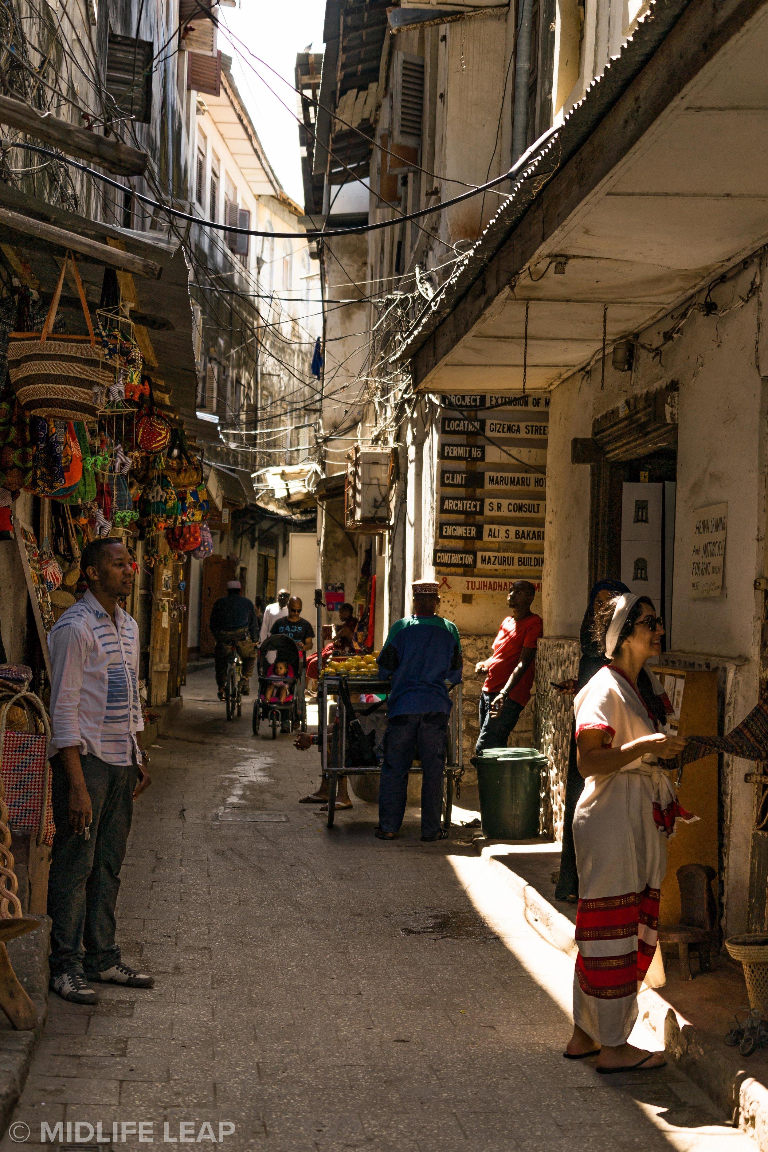 shopping-in-stone-town-zanzibar