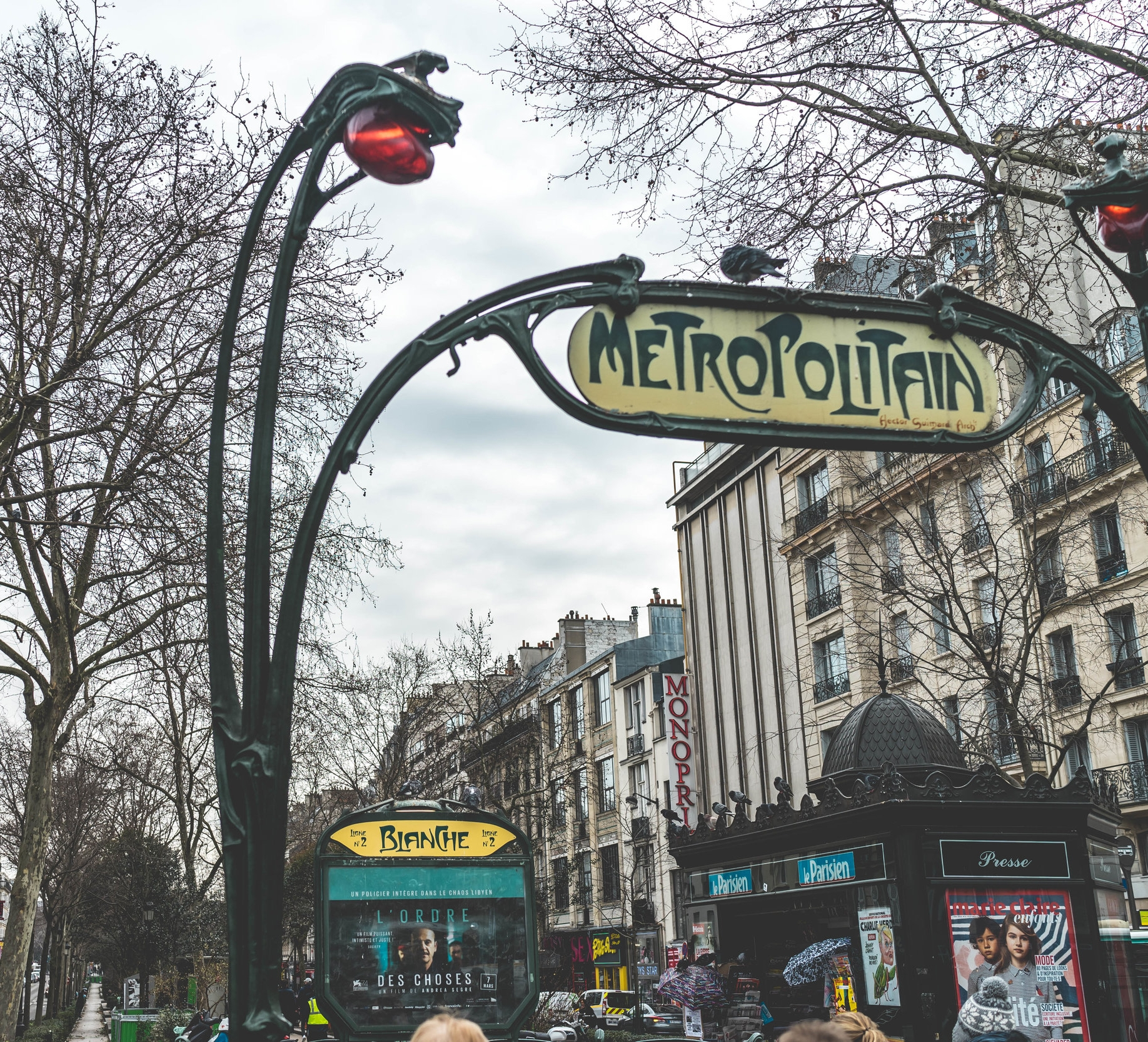 moulin-rouge-what-to-do-in-montmartre-18th-arrondissement-paris