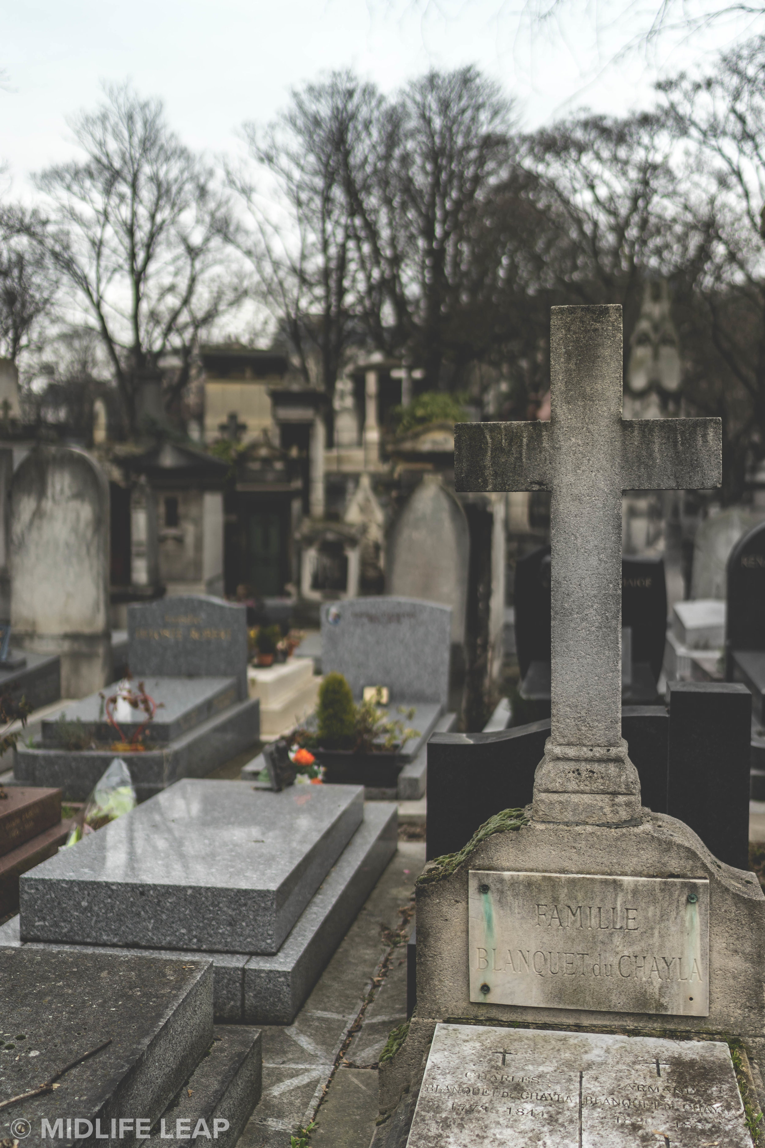 montmartre-cemetery-what-to-do-in-montmartre-18th-arrondissement-paris