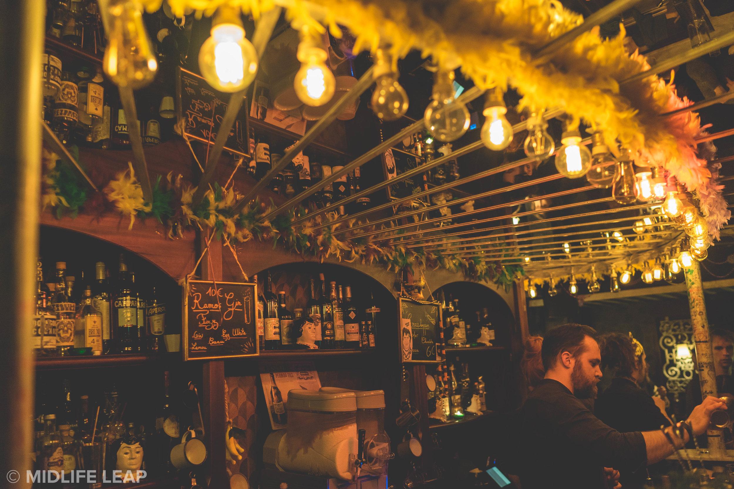 lulu-white-drinking-club-where-to-go-out-in-montmartre