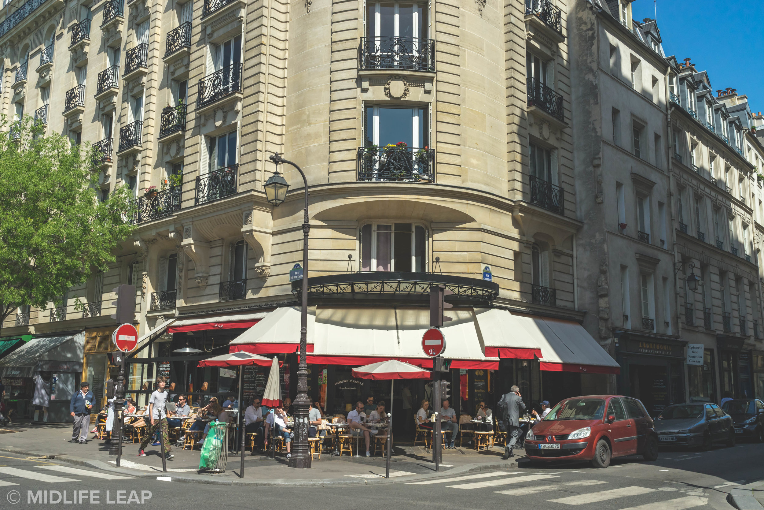 cafe-charlot-where-to-eat-in-paris