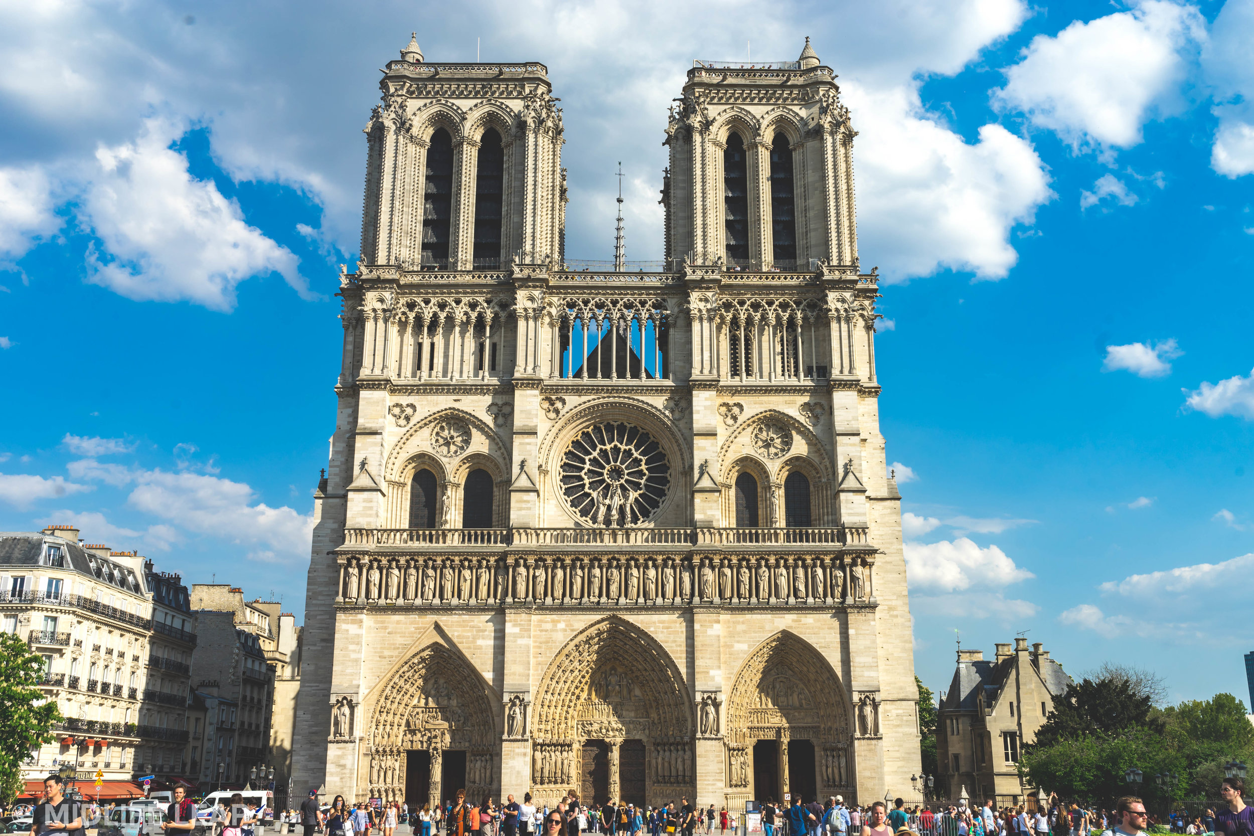 top-sights-to-visit-in-paris-notre-dame