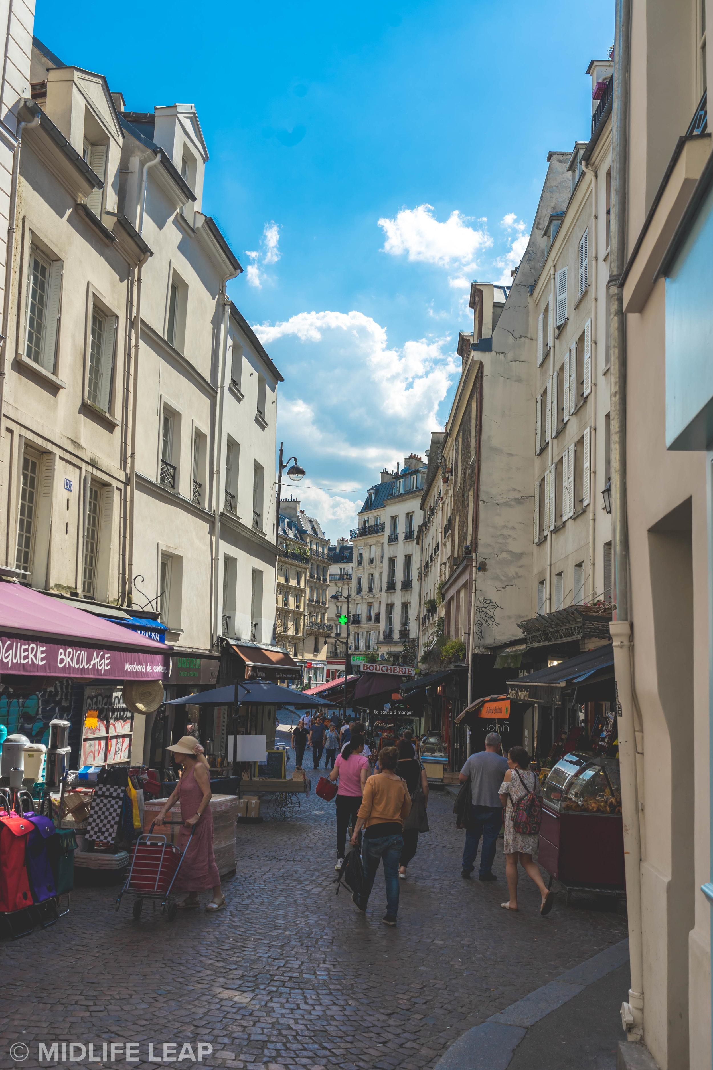 the-best-walking-streets-in-paris-rue-mouffetard
