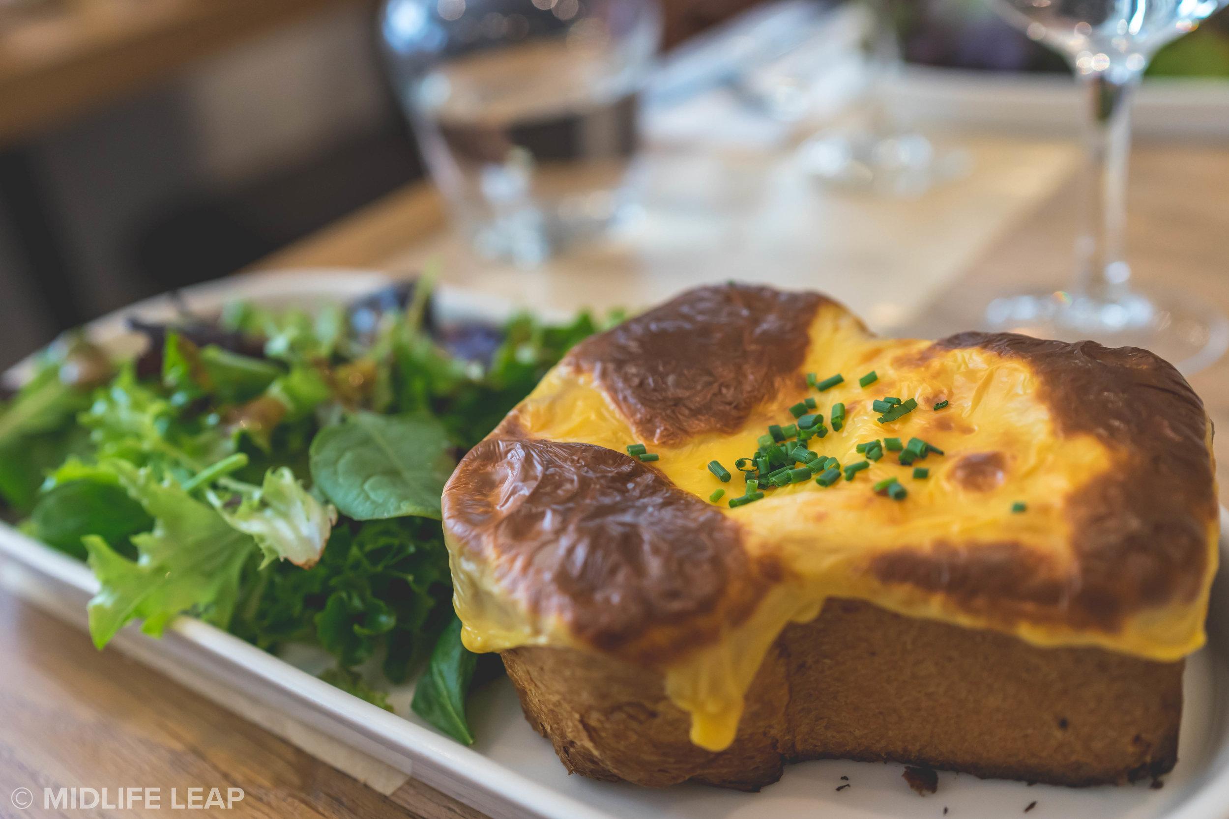where-to-eat-breakfast-in-saint-germain-paris-comptoir-poilane