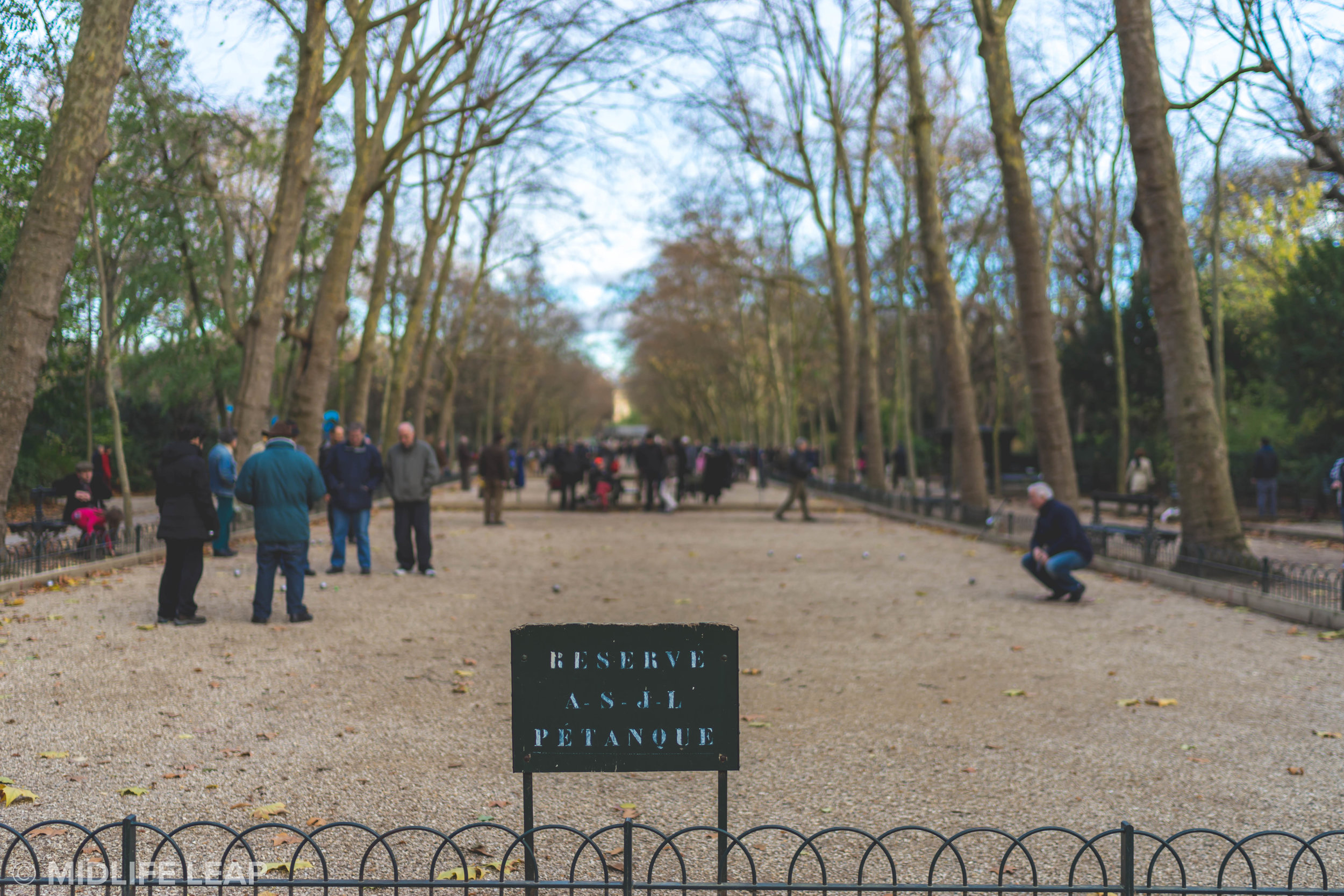 playing-petanque-in-paris-jardin-du-luxembourg