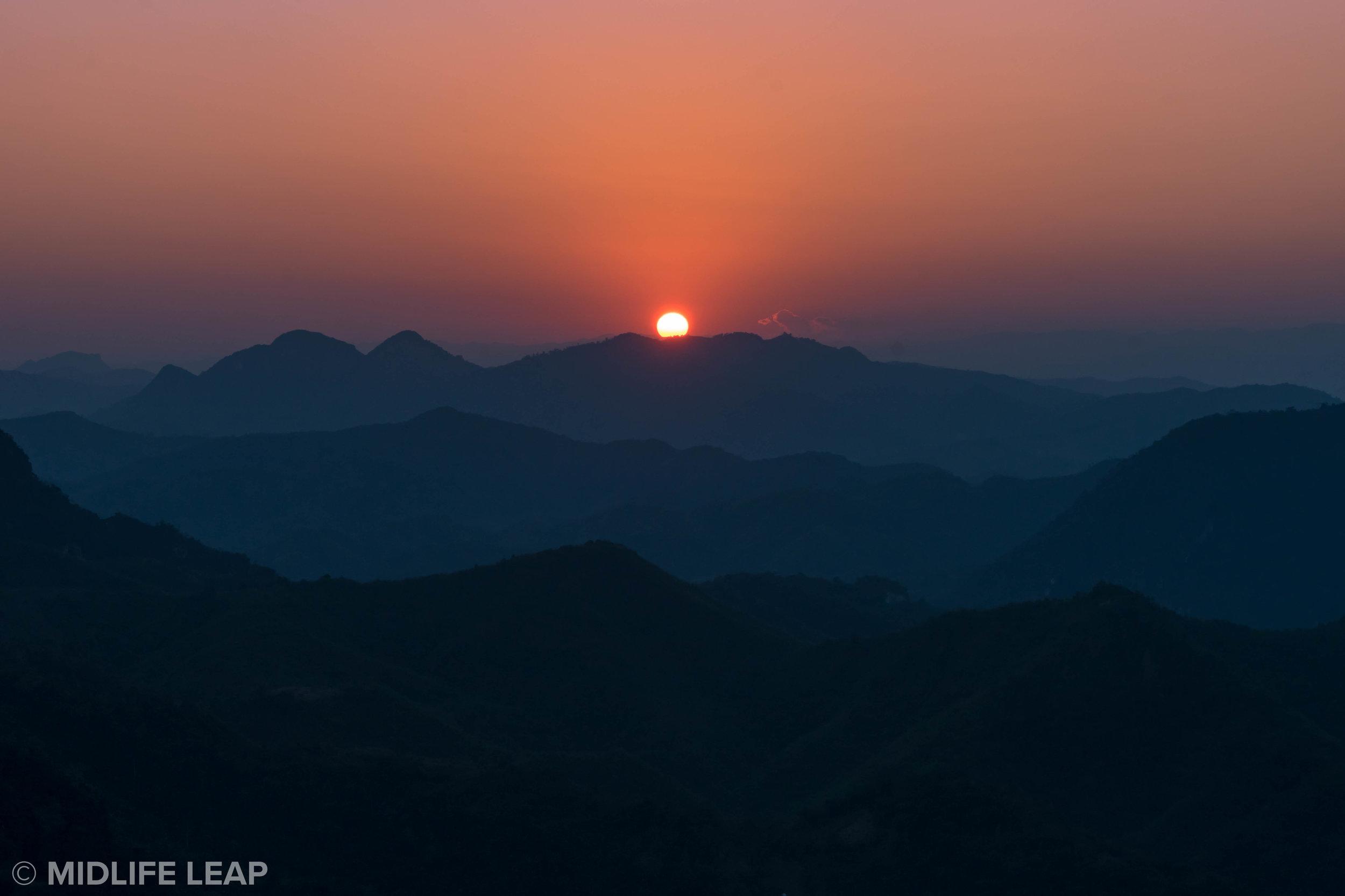 best-viewpoints-in-nong-khiaw-laos-phadeng-peak