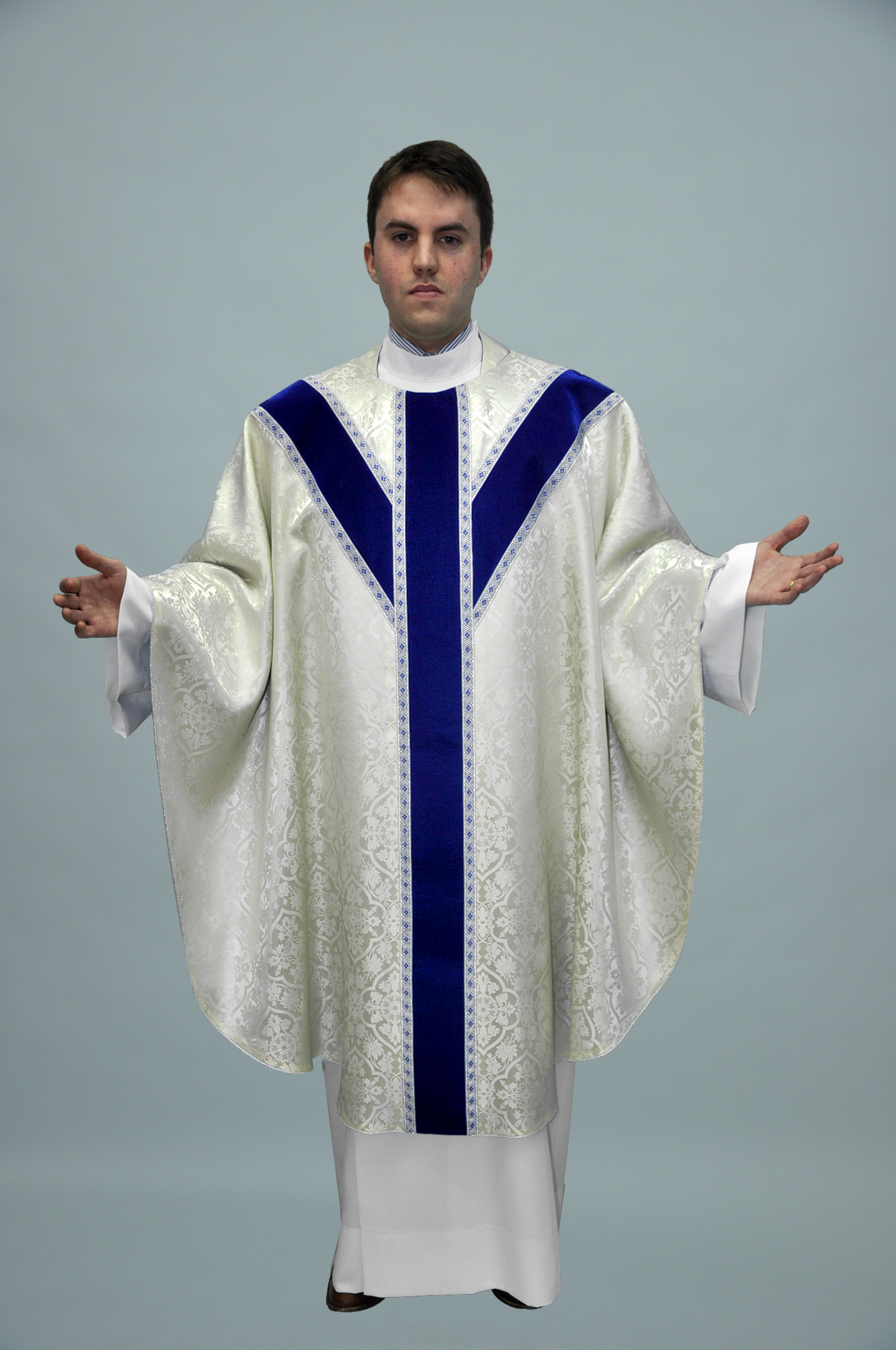 Gothic Chasuble Old Normandy offwhite W velvet blue & 3016 blue silver (f) 1.jpg
