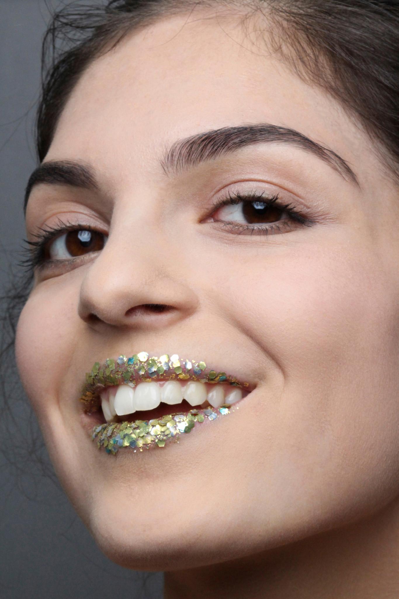new-years-organic-glitter-makeup_3-683x1024@2x.jpg