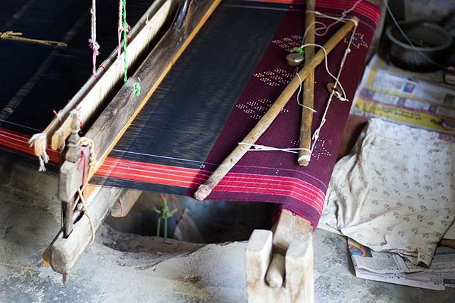 These craftsmen can weave fabric more beautiful and complex on these simple pit looms than most westerners can on their fancy, expensive, over-engineered floor looms 💁