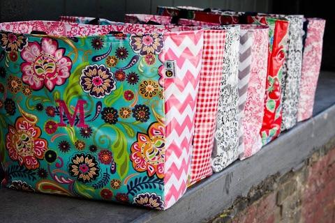 KT Design features tote bags in various color and pattern combinations. Choose your favorite today!