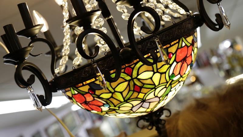 Graceful ceiling lamp