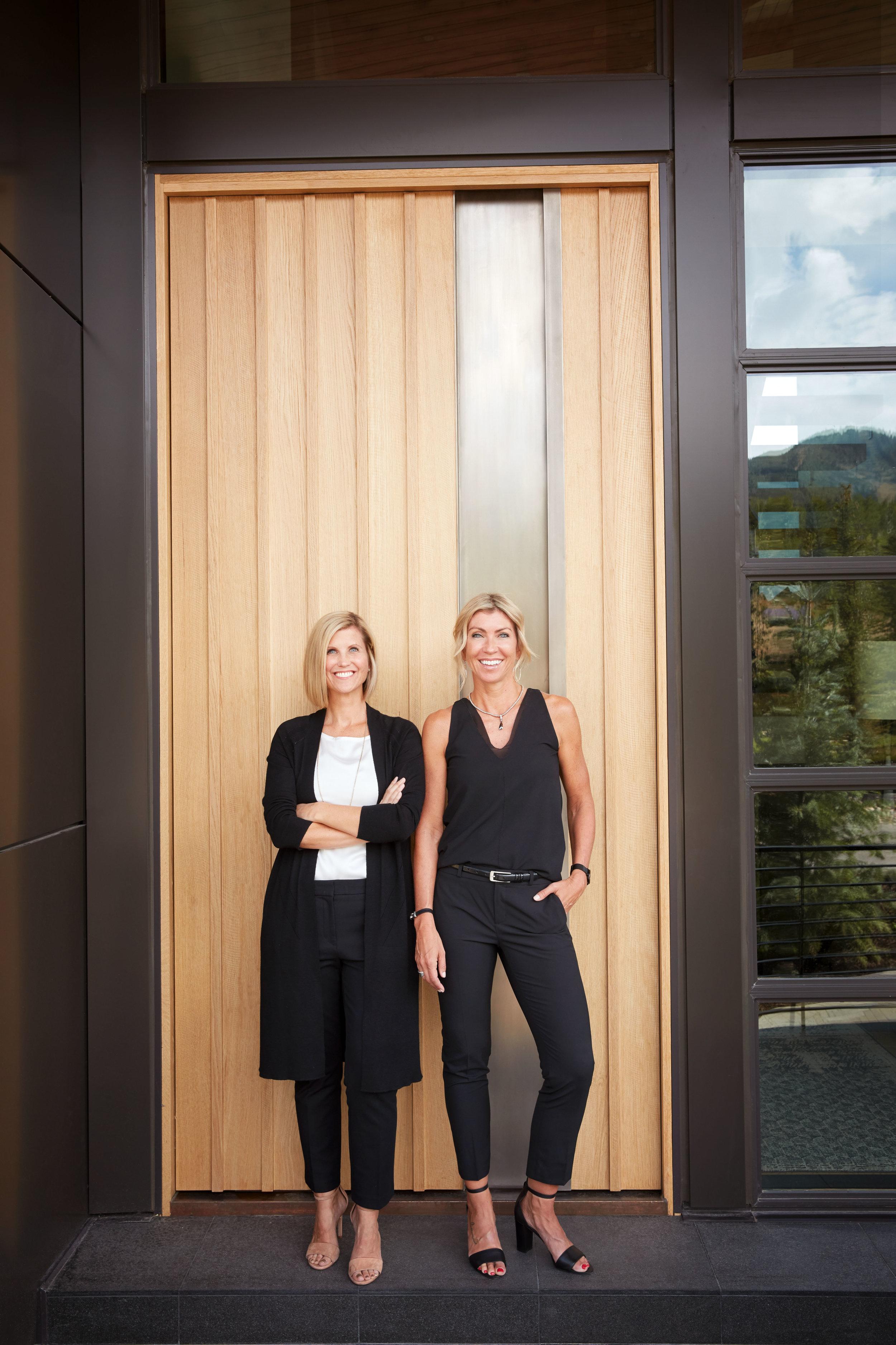 Lecate-Design-Artisan-Door-Finishes-Custom-Door-Sidelights-Wood-Glass-Leslie-Schofield-Catherine-Goodsell.png