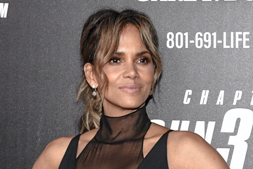 """Halle Berry is most known as an actress for films such as """"Monster's Ball,"""" """"Catwoman,"""" and """"Die Another Day."""" However, after a devastating divorce she struggled with depression and thoughts of suicide for years. In 2013 she revealed she has been in therapy on and off for 30 years, which she credits to getting her through hard times. It's okay to get help. Just as Halle Berry has, we can find a way to overcome mental health. All things are possible when we have help. • • • • #crisislifeline #halleberry #mentalhealth #utah #hope #fightdepression #stopsuicide #may #mentalhealthawareness #mentalhealthawarenessweek #mentalhealthawarenessmonth #listen #openup #help #support #togetherwecan #itsokaytonotbeokay #helpisavailable #successstories #menalthealthsuccess"""
