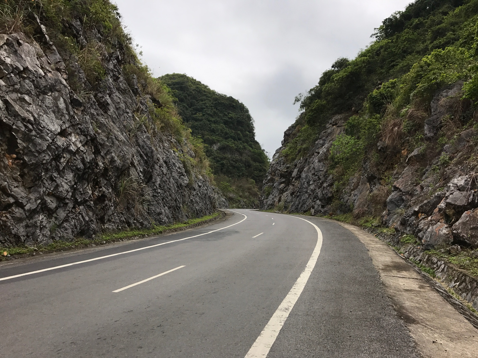 drive to cat ba national park