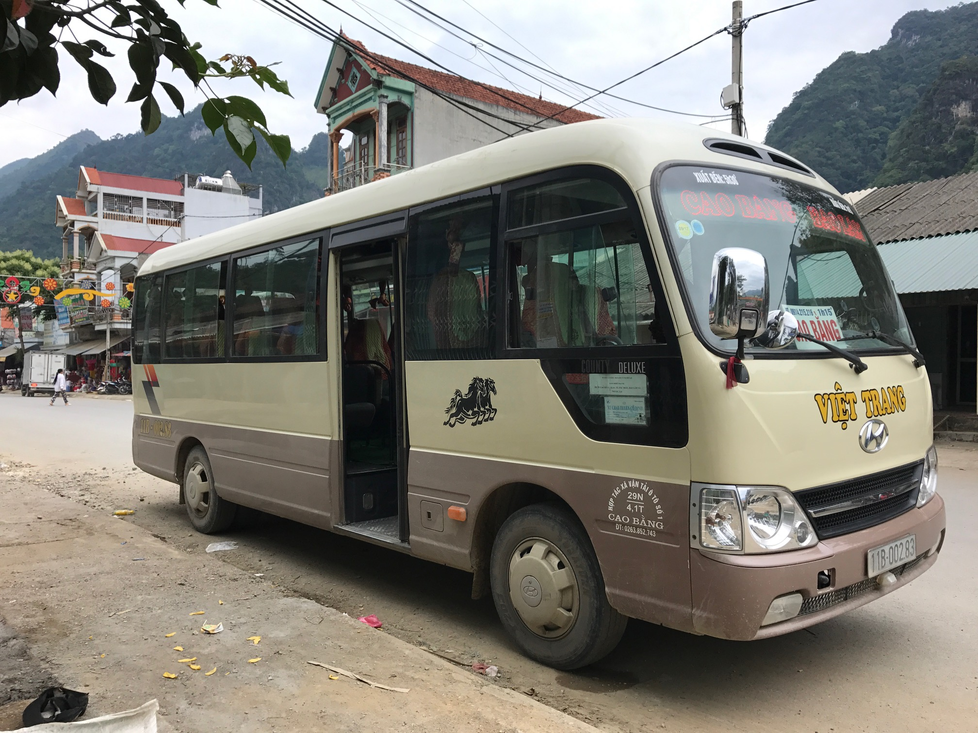 This is the Ha Giang to Bao Lam bus. Once in Bao Lam, transfer to a new bus that says Cao Bang.