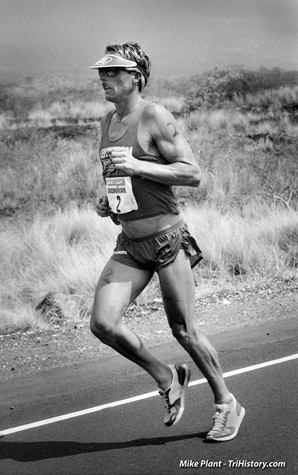 Dave Scott running in the 1984 IRONMAN®  PHOTO: Mike Plant, TriHistory.com
