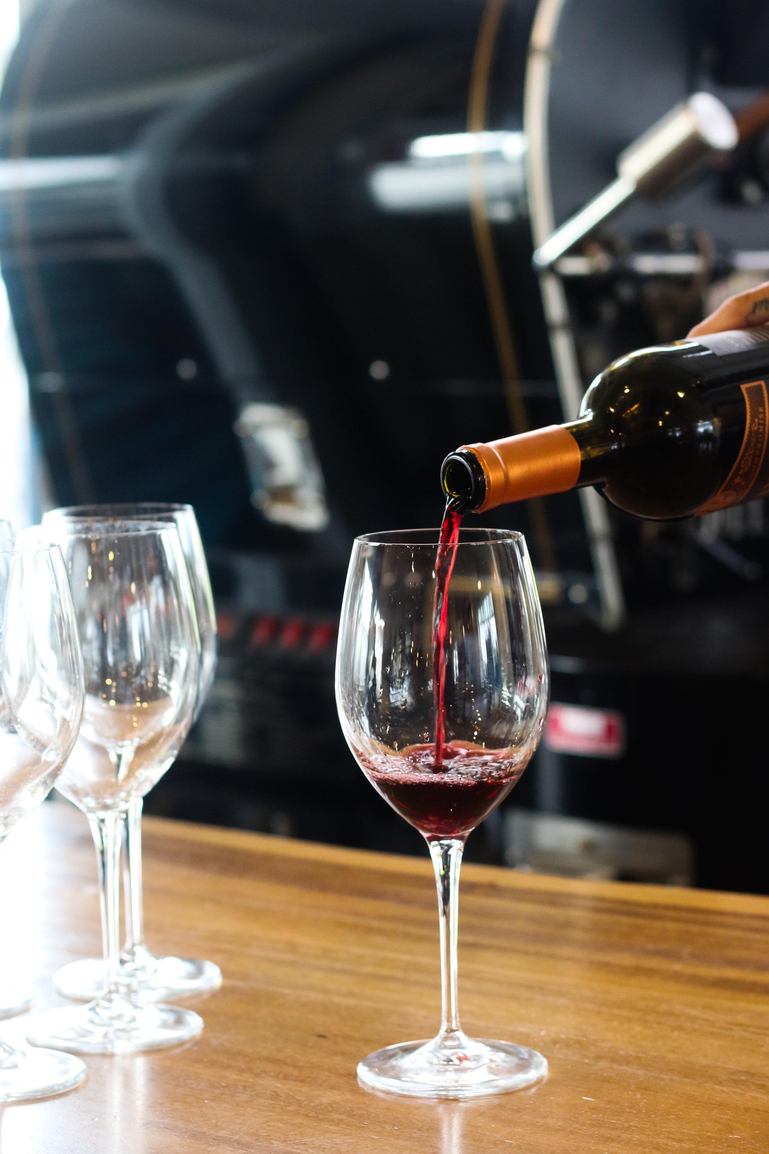 wine happy hour kona kailua