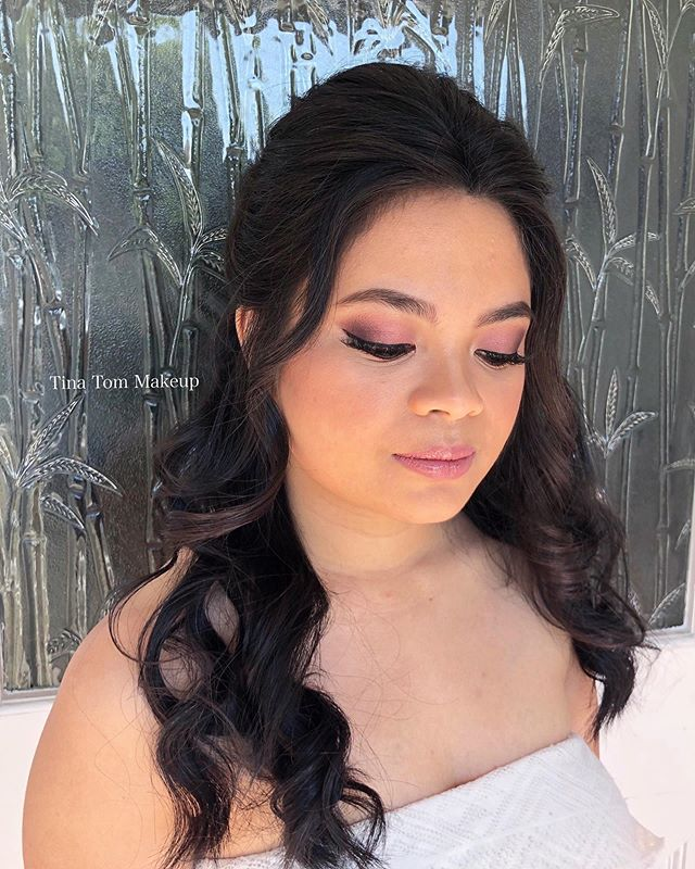 An oldie but a goodie 🥰 Gorgeous bridal trial look! ✨ We are so happy when clients give us the freedom to come up with the perfect look!  We get some serious glowy goddess vibes from this hair & makeup 😻💕🔥 // 💇🏻 + 💄: Lyly & Tina
