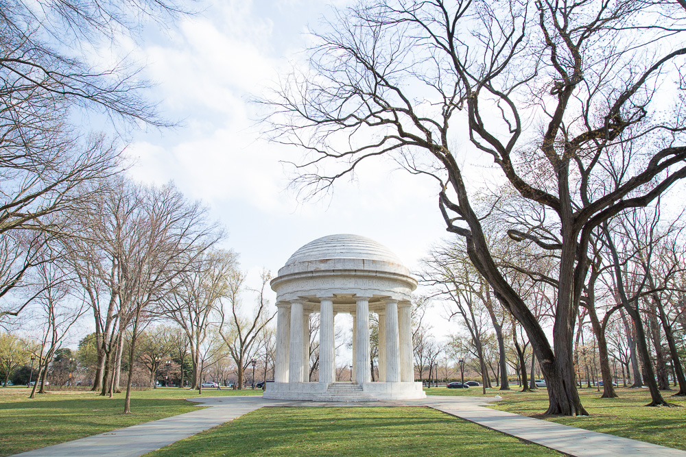 DC War Memorial on a beautiful spring day | Washington DC Wedding Photographer | Megan Rei Photography