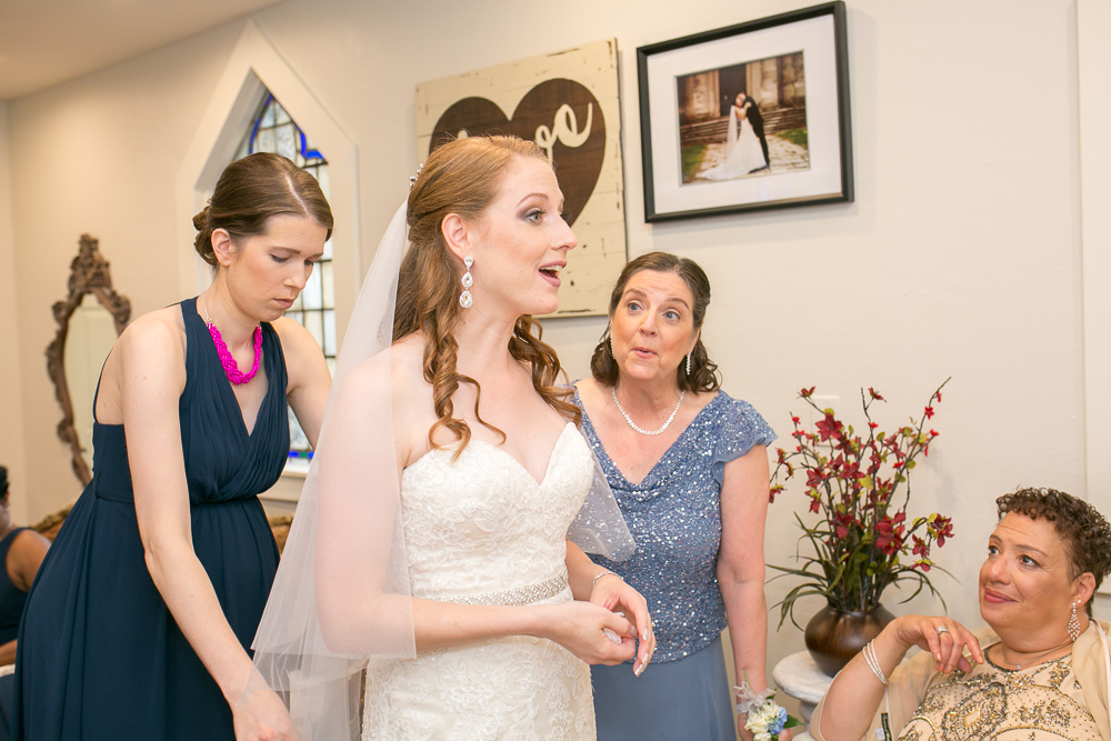 In the bridal suite at Chapel Hill | Rochester, NY Wedding