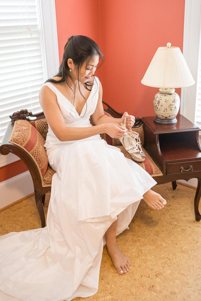 Getting ready for the wedding day | Northern Virginia Documentary Wedding Photographer