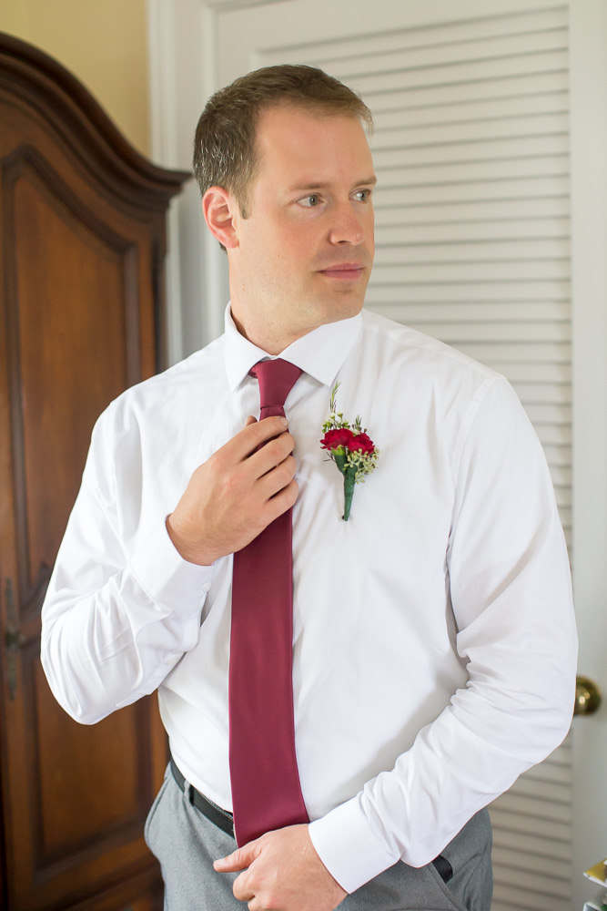 Groom getting ready for the wedding day | Culpeper Photographer