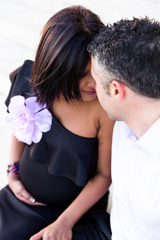 Romantic maternity shoot at the Jefferson Memorial in Washington DC
