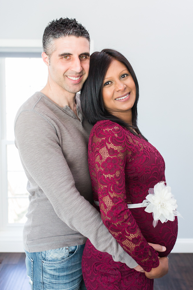 In-home lifestyle maternity session in Northern Virginia | Northern Virginia Maternity Photographer | Megan Rei Photography