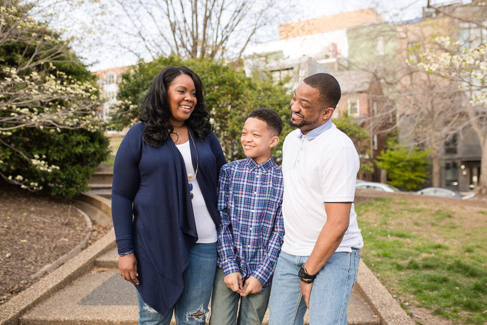 Candid family photo in Washington, DC | Candid DC Photographer