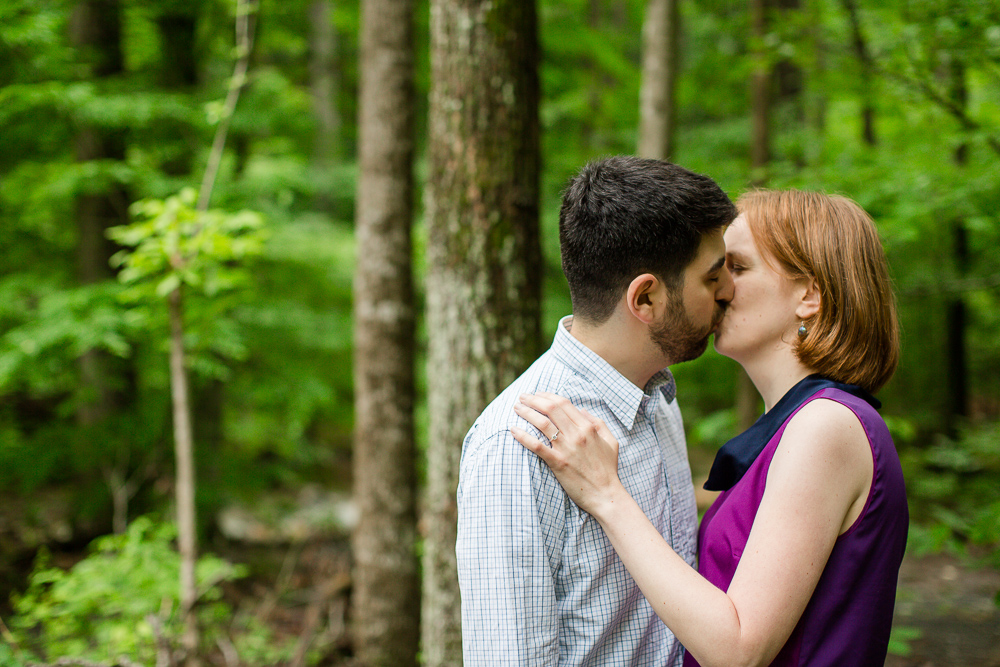 A kiss in the woods