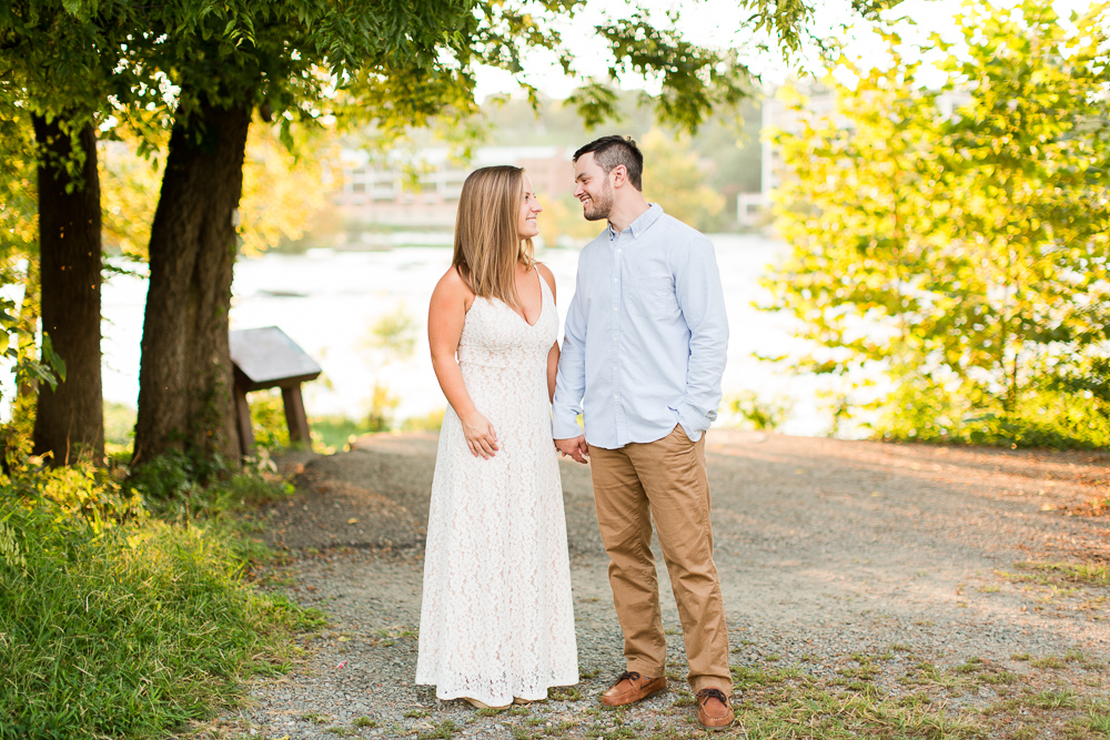 James River engagement photos | Best places for engagement pictures in Richmond, Virginia