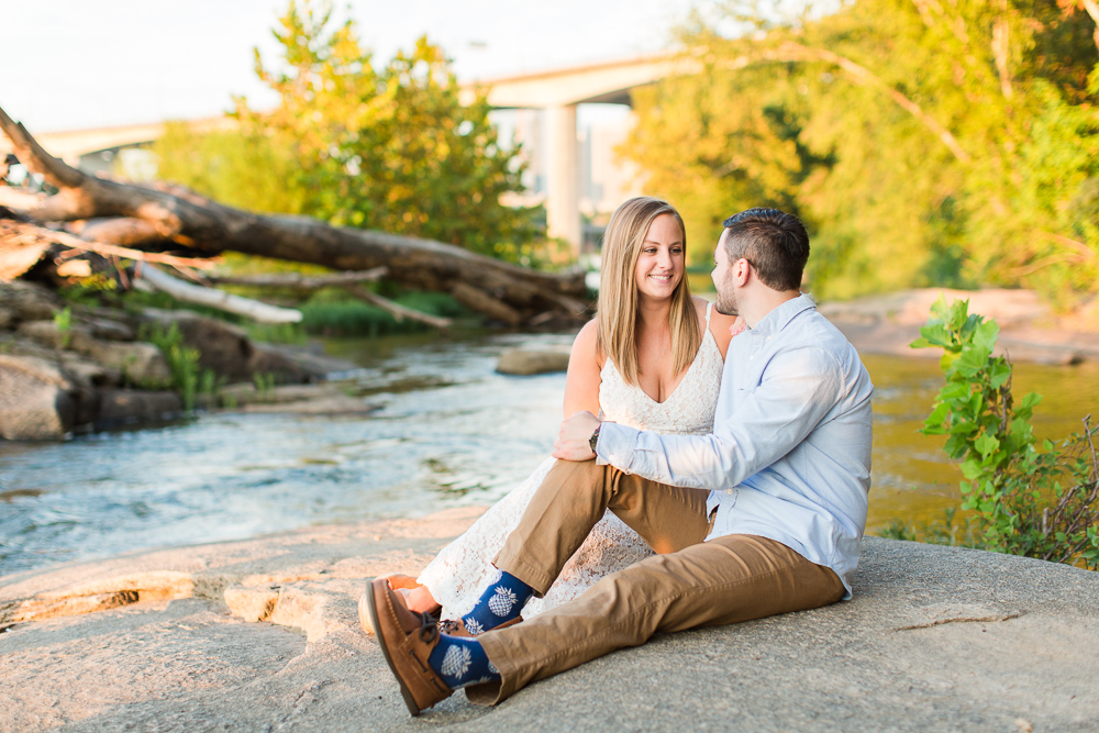 Engagement pictures on the rocks at Belle Isle, Richmond