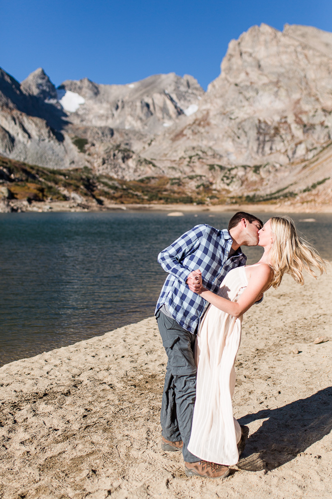 A lakeside kiss in the mountains
